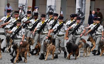 4EEDE31600000578-6038445-French_gendarmes_walk_with_their_dogs_in_Amiens_during_the_cente-a-150_1533732987836